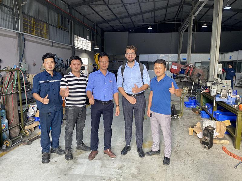 Đại-diện-hãng-Sun-Hydraulics-thăm-xưởng-sản-xuất-Công-ty-An-Huy